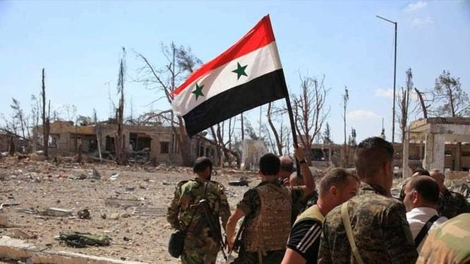 Binh sĩ quân đội Syria trên chiến trường ngoại ô thành phố Aleppo