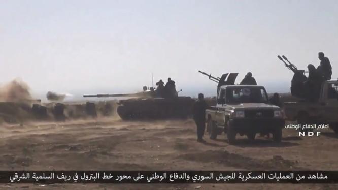 Một nhóm chiến sĩ thuộc lực lượng vũ trang địa phương NDF ở Hama