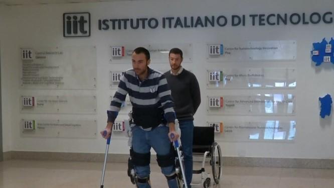 Bộ giá robot cho bệnh nhân bại liệt nửa người