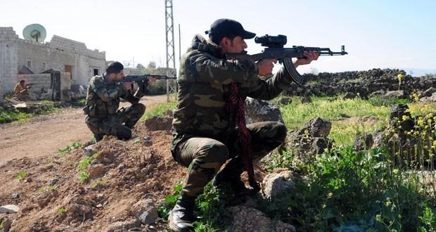 Binh sĩ quân đội Syria phục kích trên chiến trường Hama