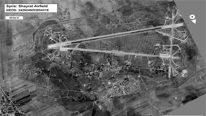 Không ảnh vệ tinh ghi lại vụ tập kích tên lửa Tomahawk vào sân bay Syria