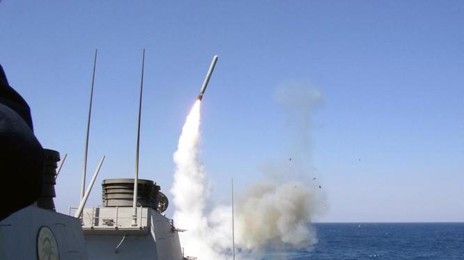 Hải qiuân Mỹ phóng tên lửa tomahawk trên biển (ảnh minh họa)