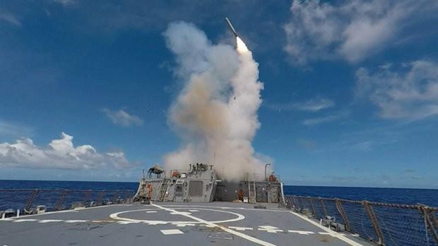 Tàu khu trục tên lửa Mỹ phóng Tomahawk