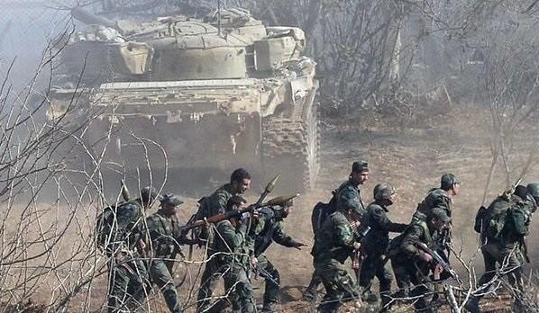 Binh sĩ quân đội Syria chiến đấu ở ngoại ô Damascus