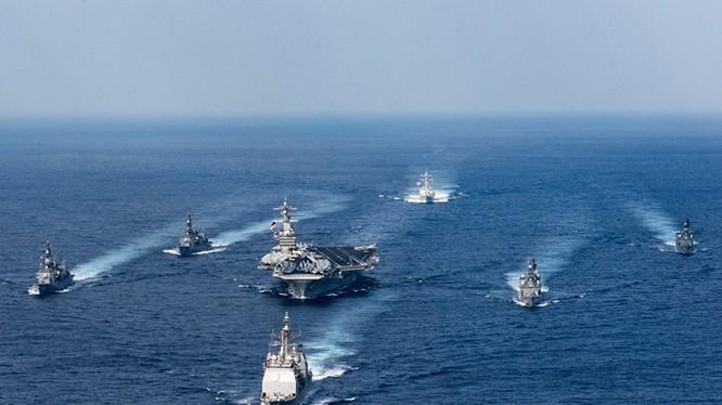 Cụm tàu sân bay tấn công chủ lực USS Carl Vinson.
