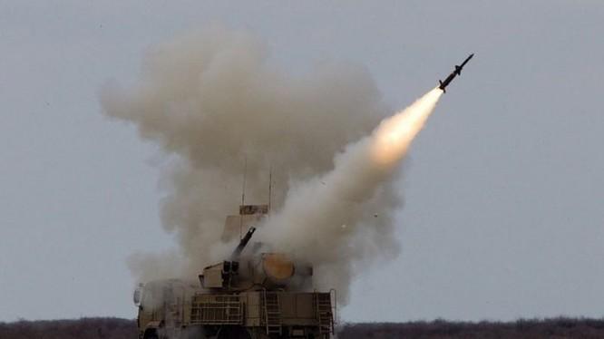 Tổ hợp pháo - tên lửa Pantsir-S1 phóng tên lửa