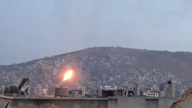 Quân đội Syria pháo kích ác liệt phiến quân ở Damascus