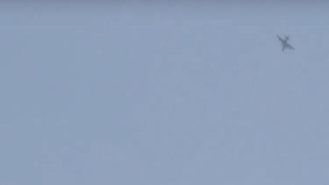 Hai chiếc Su-25 Nga bay trên bầu trời tỉnh Hama