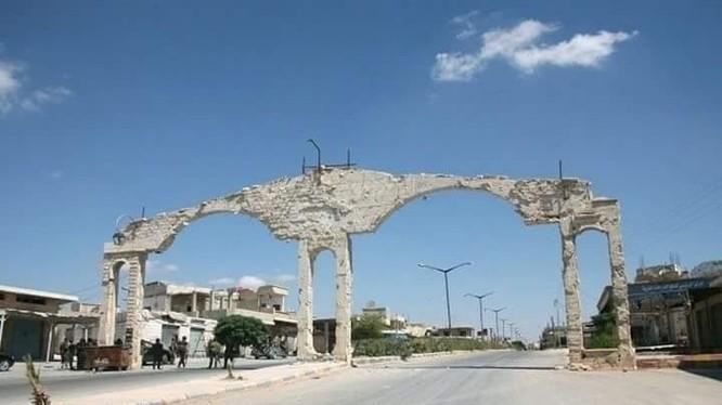 Cửa ngõ vào thị trấn Taibat Al-Imam sau giải phóng