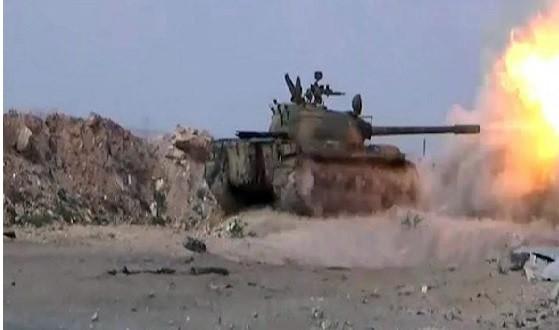Xe tăng quân đội Syria pháo kích trên chiến trường Deir Ezzor