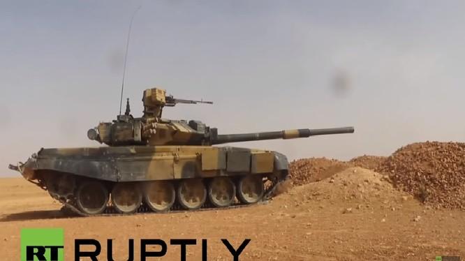 Xe tăng T-90 quân đội Syria trên chiến trường Hama