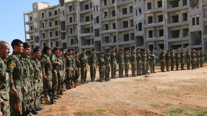 Lực lượng dân quân người Kurd YPG chuẩn bị tấn công