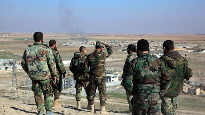 Sỹ quan, binh sĩ quân đội Syria trên chiến trường Hama