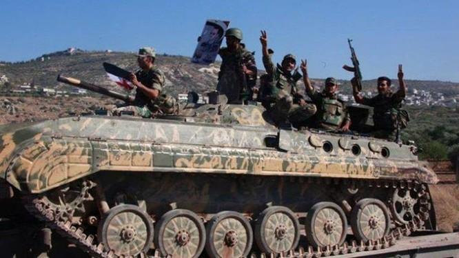 Các binh sĩ thuộc lực lượng vũ trang địa phương NDF ở Latakia