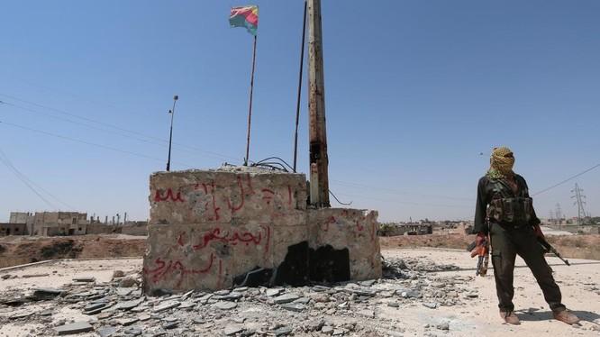 Chiến binh người Kurd trên biên giới Syria với Thổ Nhĩ Kỳ