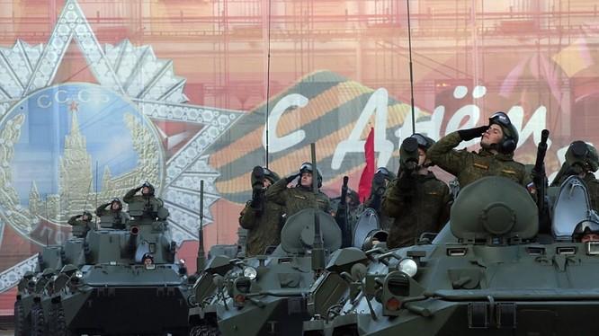 Hoạt đông chuẩn bị cho lễ diếu hành ở Moscow