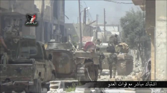 Binh sĩ lực lượng Tiger tấn công trên chiến trường miền bắc Hama