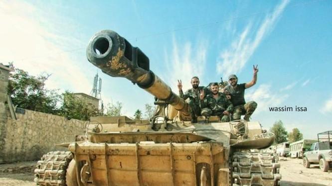 Xe tăng quân đội Syria trên chiến trường ngoại ô Damascus