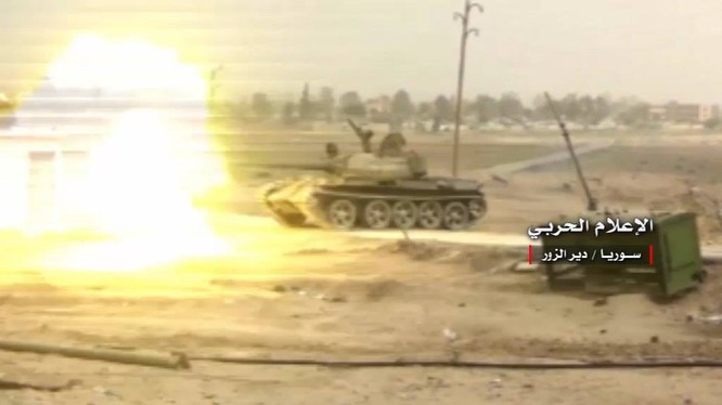 Xe tăng Syria pháo kích ở Deir Ezzor