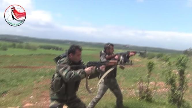 Binh sĩ lực lượng vũ trang địa phương NDF ở Hama
