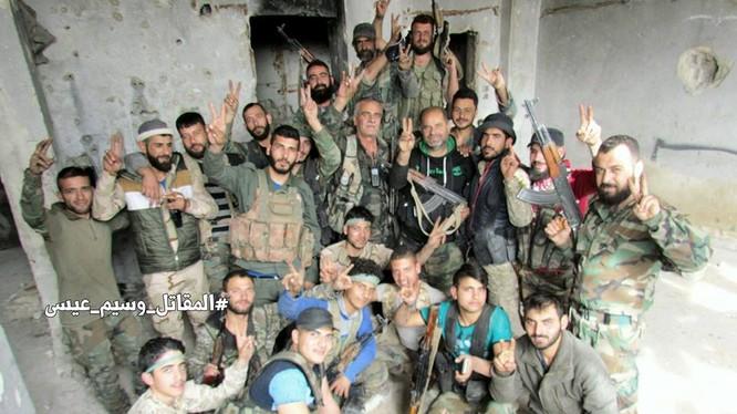 Binh sĩ quân đội Syria trên chiến trường khu vực Al-Qaboun
