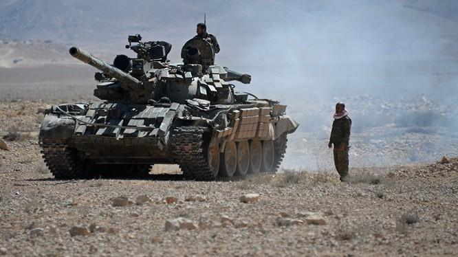 Xe tăng quân đội Syria trên chiến trường tỉnh Homs