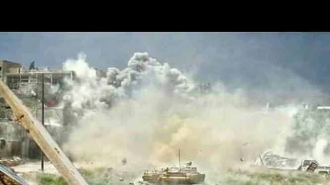 Xe tăng quân đội Syria chiến đấu trên chiến trường Al-Qaboun, Damascus