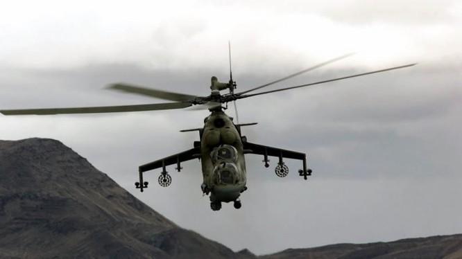 Trực thăng tấn công quân đội Nga trên chiến trường Palmyra