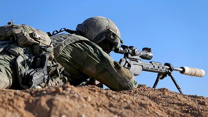 Một xạ thủ bắn tỉa của lực lượng đặc nhiệm