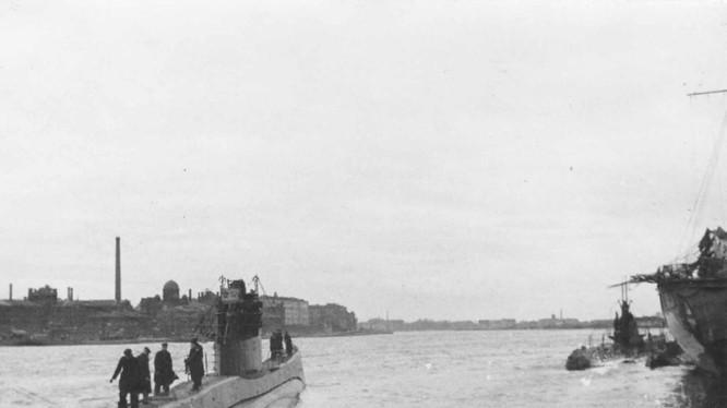 Tàu ngầm S-406 Hải quân Liên Xô trong quân cảnh thành phố Leningrad