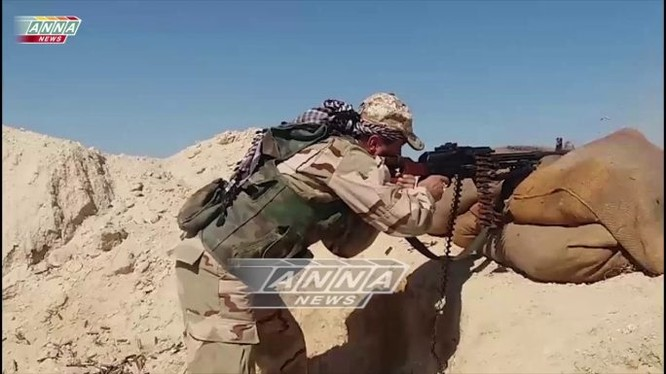 Binh sĩ quân đội Syria chiến đấu chống lại cuộc tấn công của IS