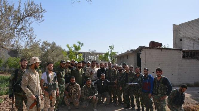 Một đơn vị quân đội Syria chuẩn bị xuất kích