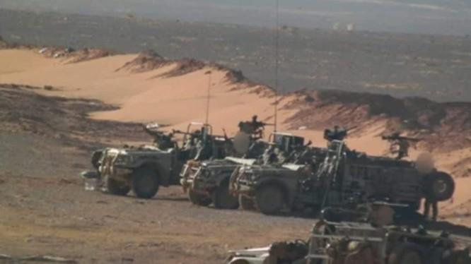 Một nhóm binh sĩ Mỹ - Anh trên chiến trường Syria