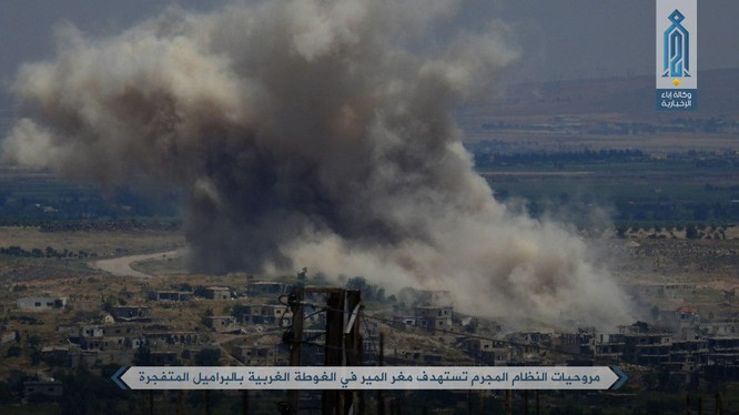 Máy bay trực thăng quân đội Syria ném bom dữ dội làng Mughr al-Meer