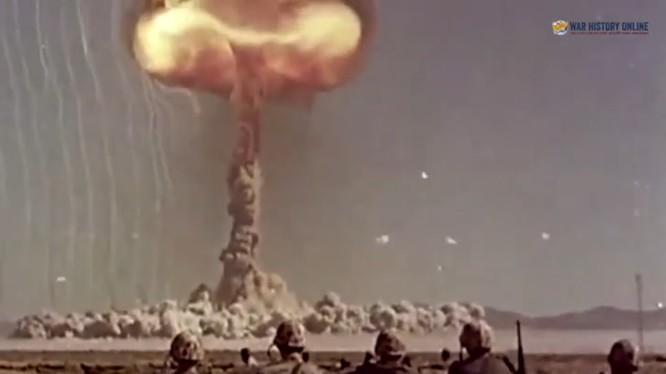 Video giải mật, Mỹ thử nghiệm vũ khí hạt nhân với binh sĩ thực trên chiến trường