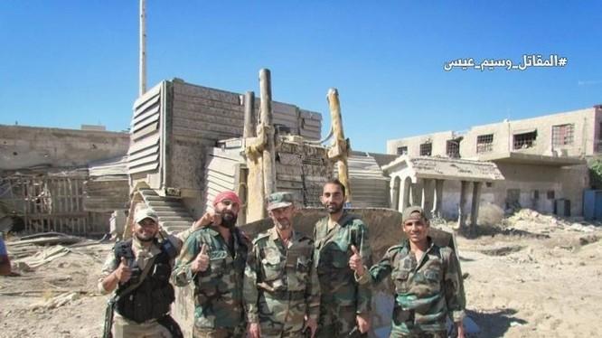 Binh sĩ lữ đoàn 105 Vệ binh Cộng hòa trên chiến trường ngoại ô Damascus sau trận chiến Al-Qaboun