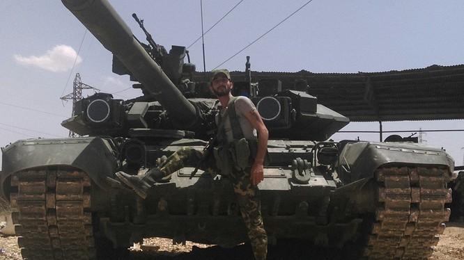 Binh sĩ lực lượng Tiger và xe tăng T-90 trên chiến trường Syria