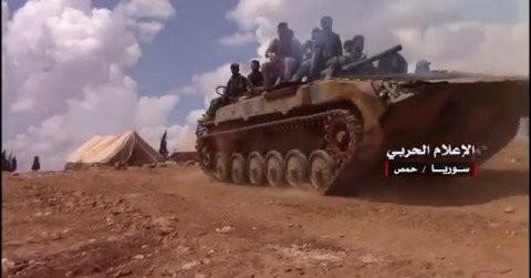 Xe thiết giáp quân đội Syria trên chiến trường Deir Ezzor