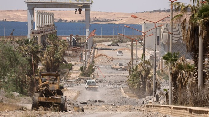 Lực lượng dân quân người Kurd tiến hành cuộc tấn công trên hướng Raqqa