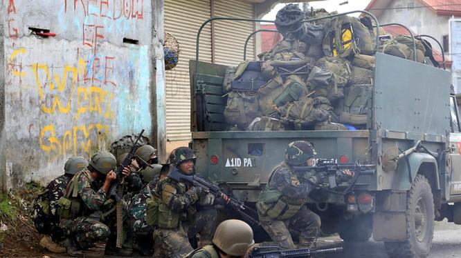 Giao chiến trên đường phố Marawi Philippines