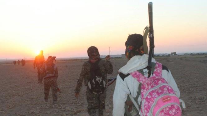Lực lượng dân quân người Kurd trên đường tấn công tỉnh Raqqa