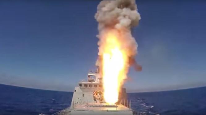 Chiến hạm Nga phóng tên lửa hành trình Calibr trên biển Địa Trung hải