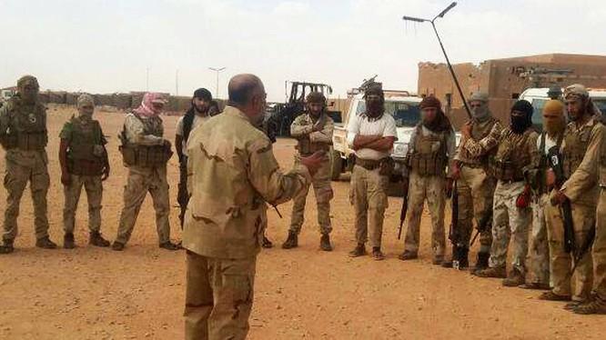Nhóm chiến binh thánh chiến trên sa mạc tỉnh Homs