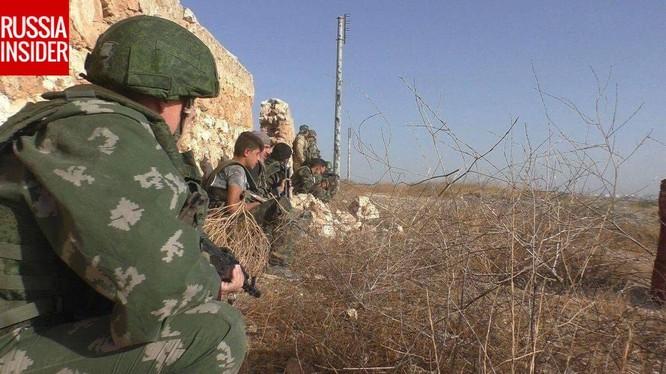 """Một """"cố vấn Nga"""" tham chiến cùng quân đội Syria"""