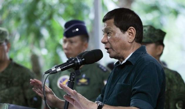 Tổng thống Philippine Rodrigo Duterte trong buổi gặp gỡ và nói chuyện với quân đội ở thành phố Cebu