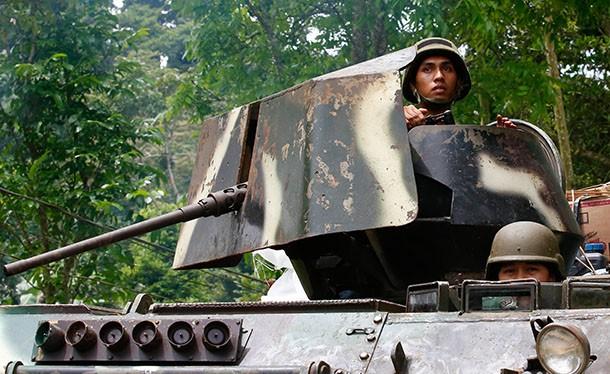 Xe thiết giáp quân đội Philippines trên thành phố Marawi