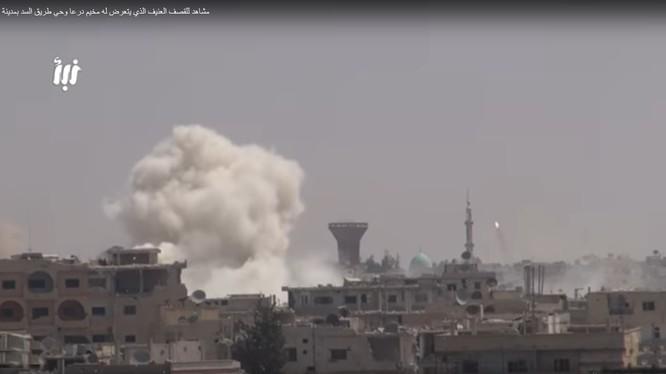 Quân đội Syria pháo kích thành phố Daraa bằng tên lửa Convoi và pháo binh hạng nặng