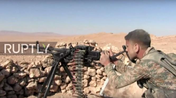 Binh sĩ quân đội Syria trên chiến trường Palmyra - Arak