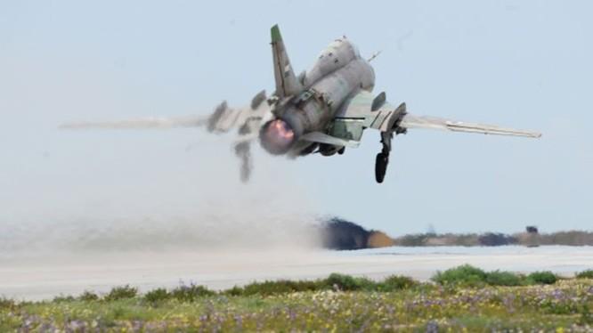 Một máy bay chiến đấu của không quân Syria xuất kích