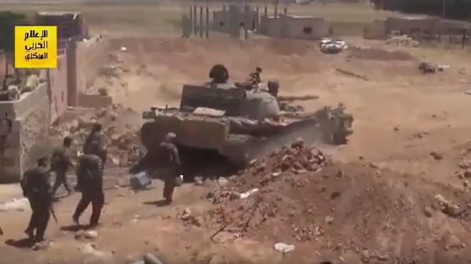 Lực lượng Tiger tấn công trên vùng nông thôn thành phố Raqqa